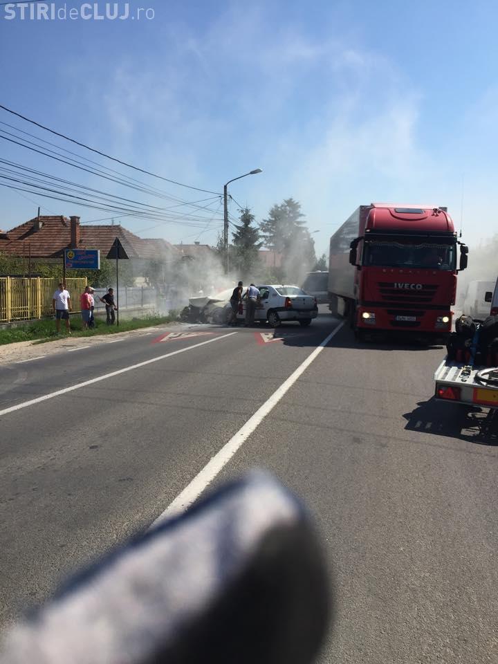 Accident în Florești! O mașină a luat FOC - FOTO
