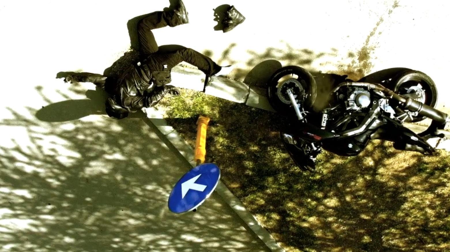 Accident de motocicletă! A virat stânga fără să se asigure și o pasageră e în stare gravă