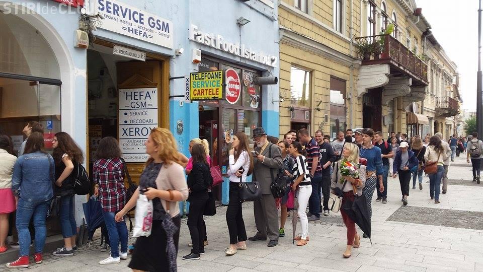 Clujenii se înghesuie la gogoși. Cozi ca pe vremea lui Ceaușescu în centrul Clujului - FOTO