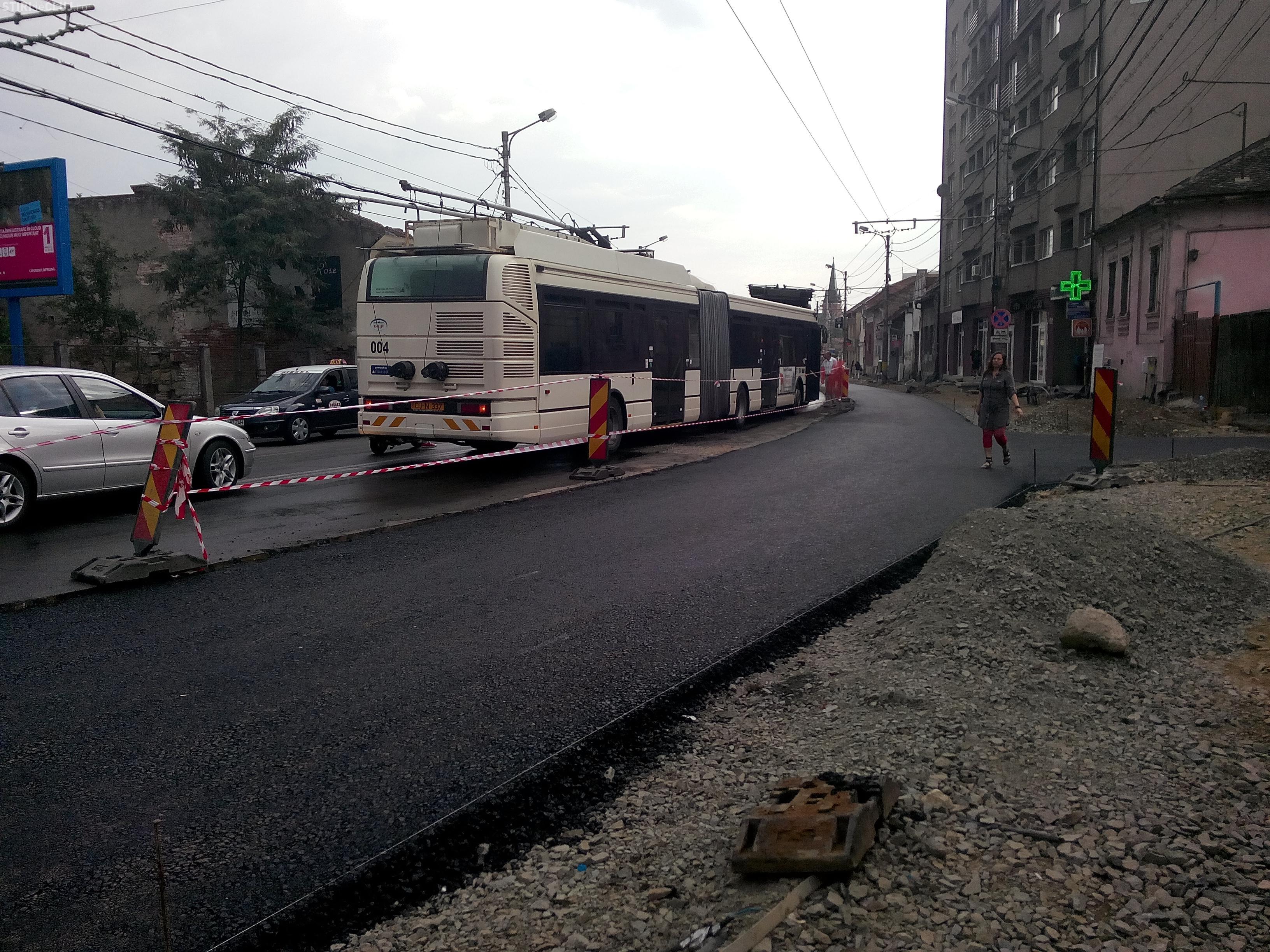 Mijloacele de transport în comun în blocate la Fabrica de Bere, din cauza unui troleibuz care s-a stricat în mijlocul străzii FOTO