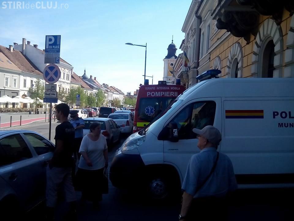 TUPEU maxim! A blocat SMURD-ul și Poliția pe Eroilor - FOTO