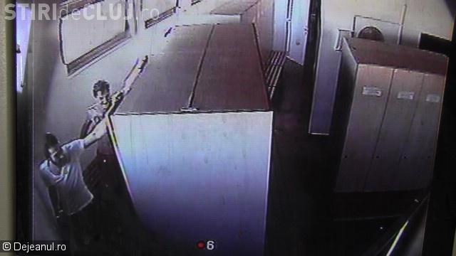 Hoți prinși pe camerele de supraveghere la furat în Parcul Balnear Toroc. Au dat iama în vestiar VIDEO