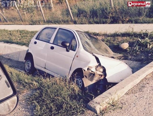 Accident cu două victime la Coplean. Un șofer și-a făcut mașina praf într-un cap de podeț FOTO