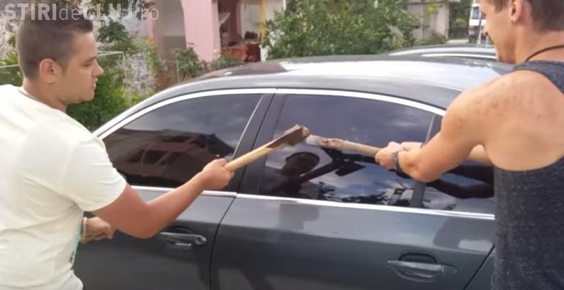 Un român șochează EUROPA: Sparge geamul BMW -ului cu TOPORUL. Ce URMEAZĂ e de râs și plâns - VIDEO