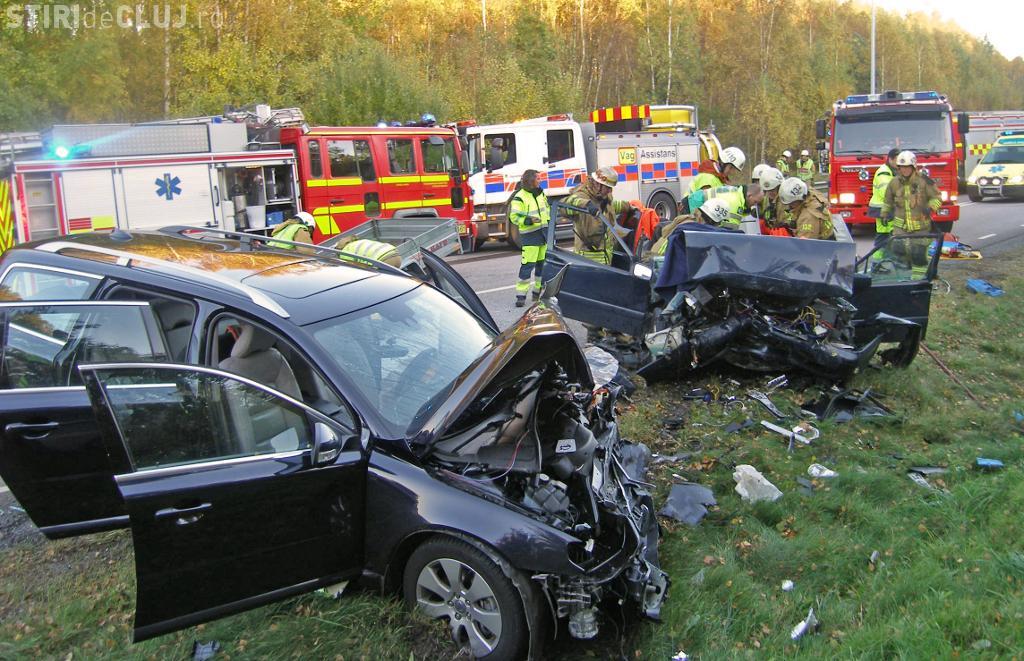 """Accident mortal pe un drum din Cluj. Un șofer a """"zburat"""" prin parbriz"""