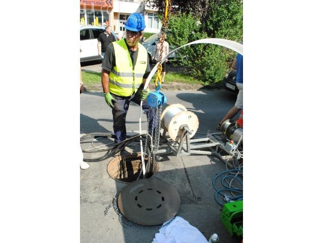 Oradea folosește roboți pentru a repara canalizarea, fără a sparge drumul - FOTO