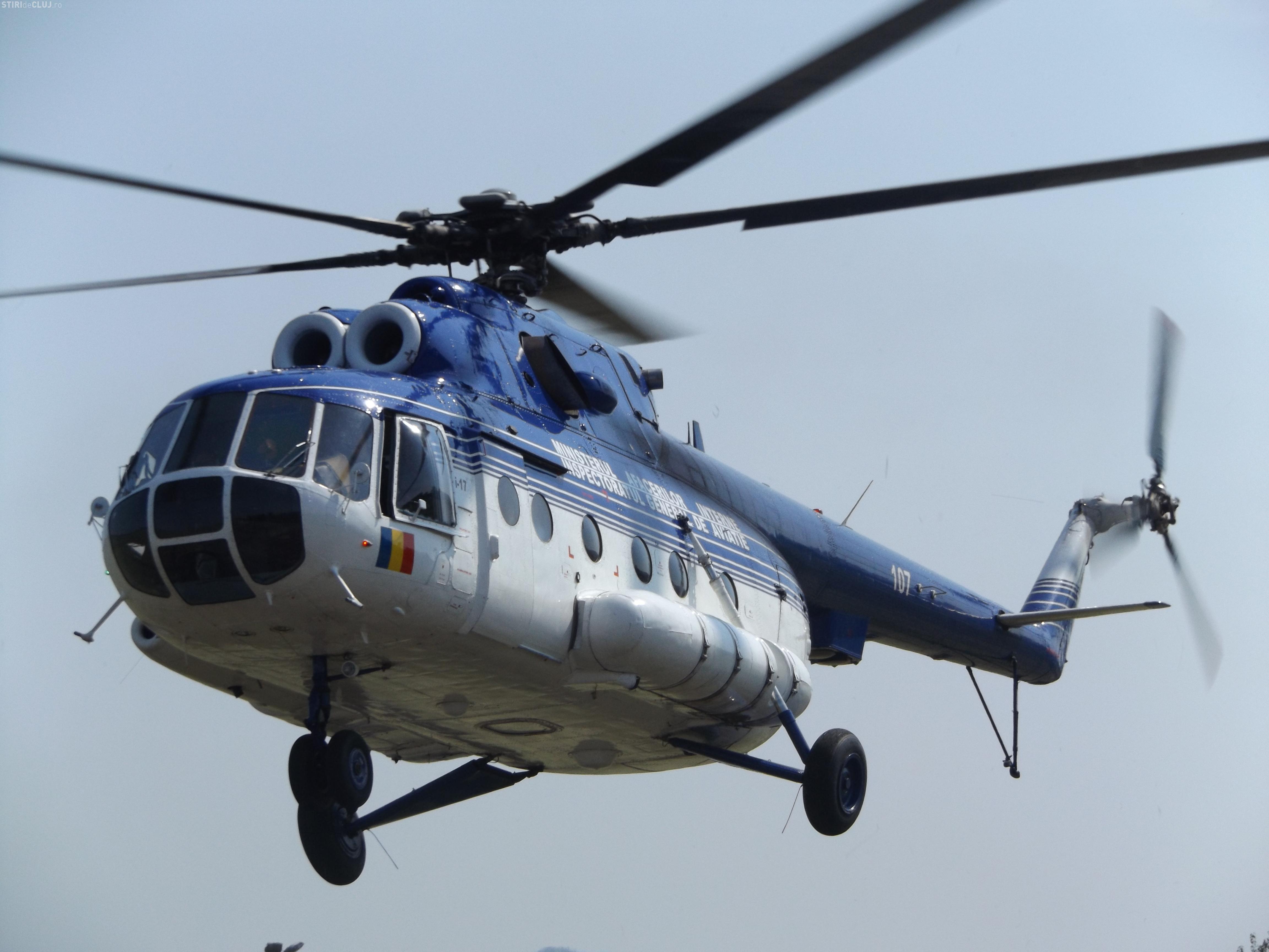 Imagini spectaculoase. Elicopterul MAI din Cluj stinge incendii în masivul Retezat