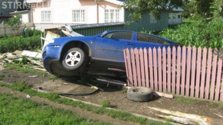 Accident la intersectia strazilor Plevnei si Rodnei. Masină proiectată într-un imobil
