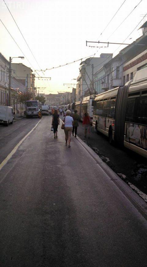 Ce s-a întâmplat pe strada Motilor în această dimineată. Oamenii nu au mai REZISTAT - FOTO