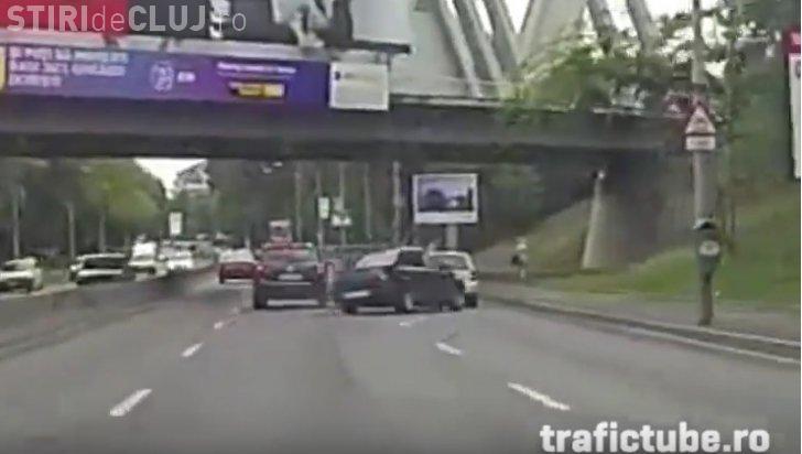 Accident şocant în București! Șofer șicanat de o mașină de teren - VIDEO