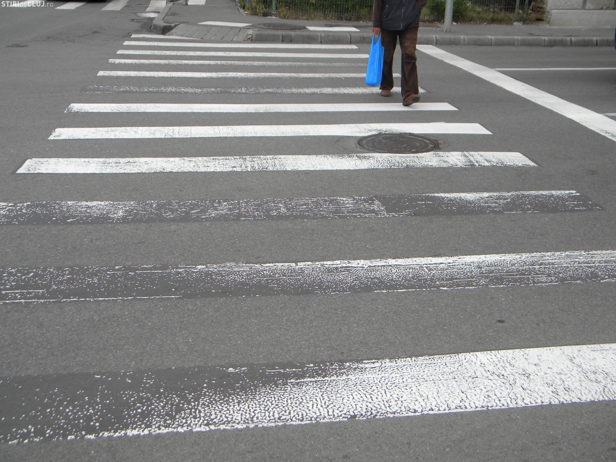 Pieton lovit în plin de un autoturism pe Calea Turzii, chiar pe trecerea de pietoni