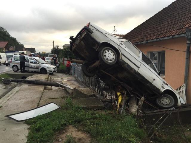 """Dacă nu la Dej, atunci unde? Cum a """"zburat"""" un șofer cu Dacia la 130 km/h - VIDEO"""