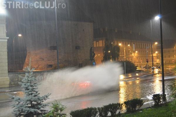 Strada Avram Iancu, plină de bălți la doar o săptămână de la finalizare. Cum a rezistat la prima ploaie  FOTO