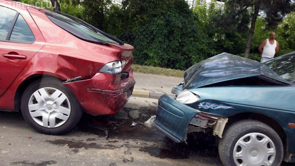 Accident în lanț în Mănăștur, cauzat de o șoferiță. Trei persoane au fost rănite