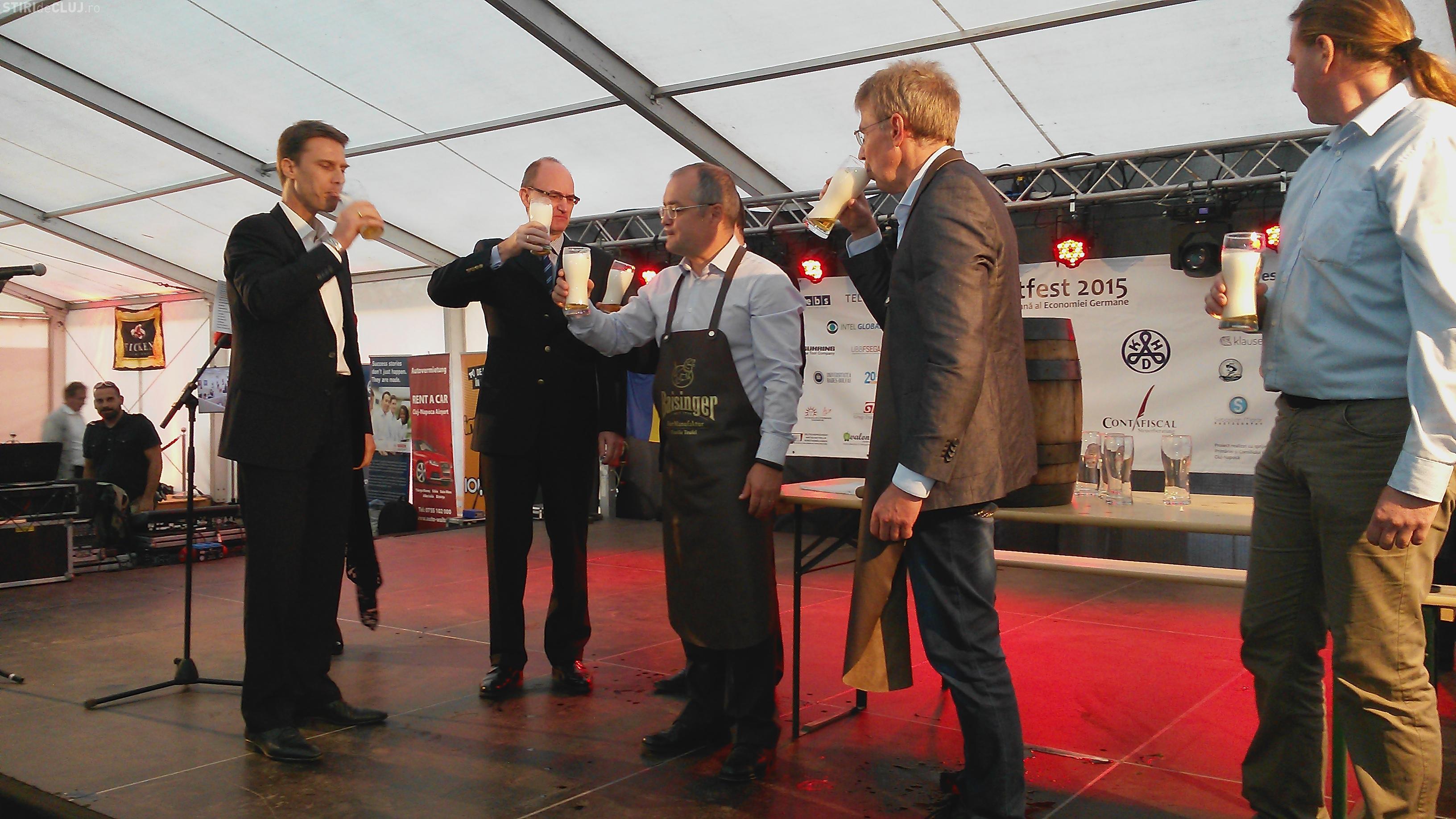 Emil Boc a dat cep butoiului de bere de la Festivalul de Toamnă al Economiei Germane - VIDEO