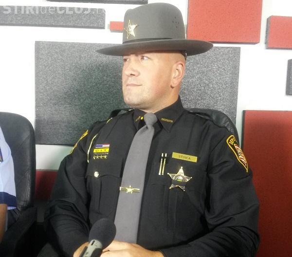 De VORBĂ cu un șerif american, originar din Cluj. Cât e salariul în SUA și ce pățesc cei care nu plătesc AMENZILE - VIDEO