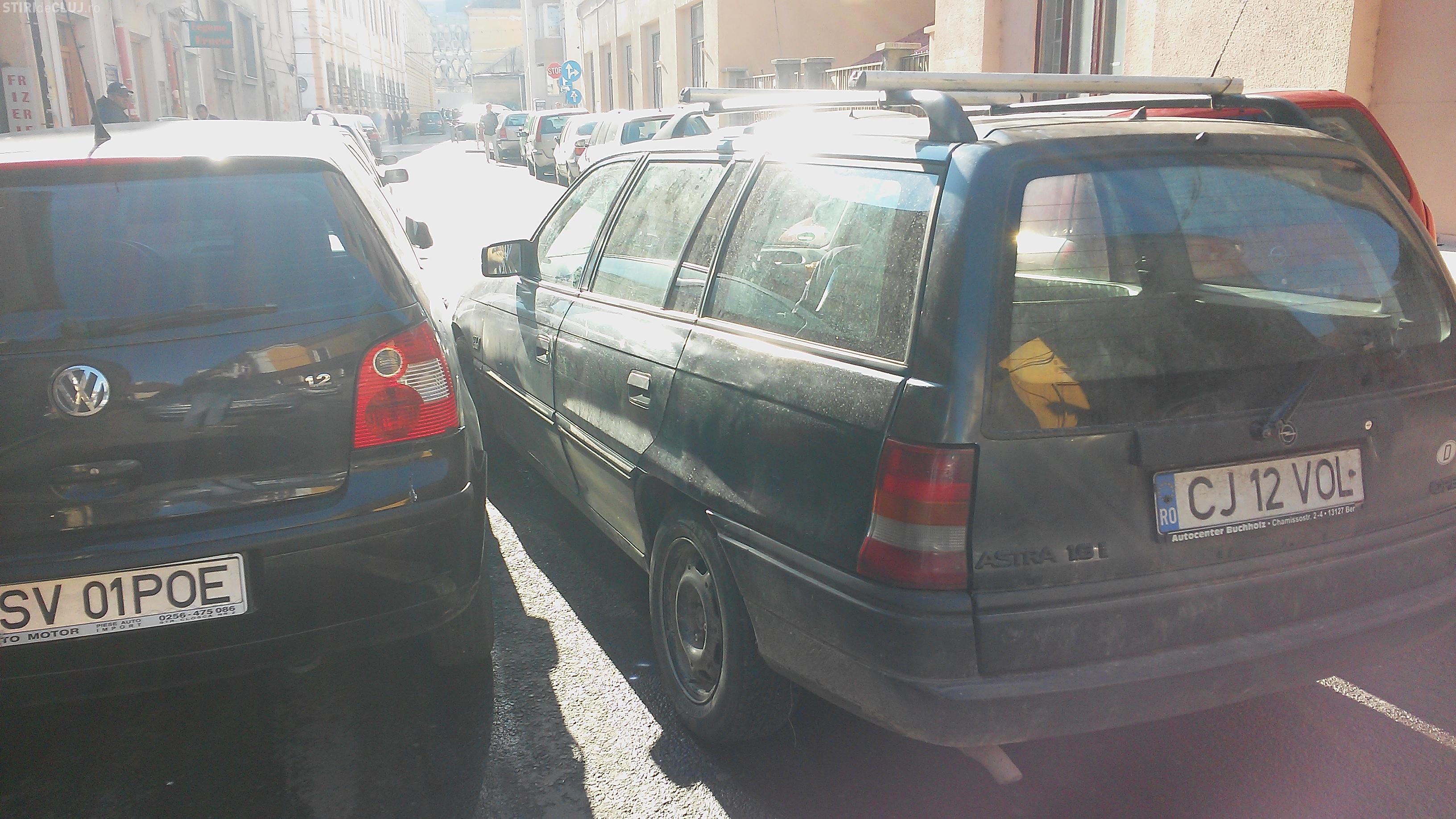 Strada din fața shaormeriei Istanbul, din centrul Clujului, e PARALIZATĂ. Șoferii la un pas să se încaiere -  VIDEO