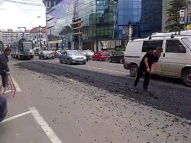 Au asfaltat șinele de tramvai de pe Barițiu. Râde țara de Cluj, dar nu e pe bună dreptate - VIDEO