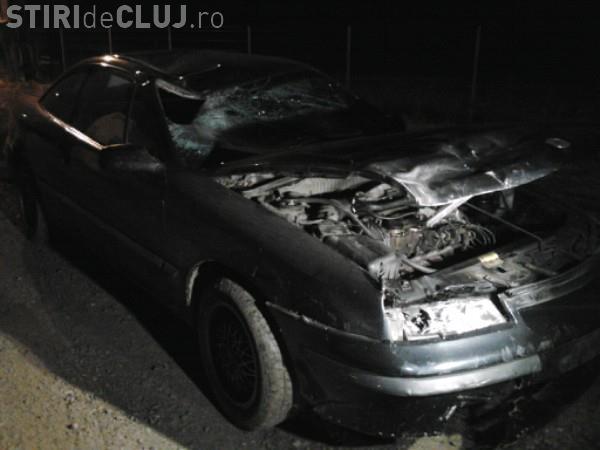 Viteza face victime la Cluj! Un șofer a ajuns cu mașina direct într-un podeț