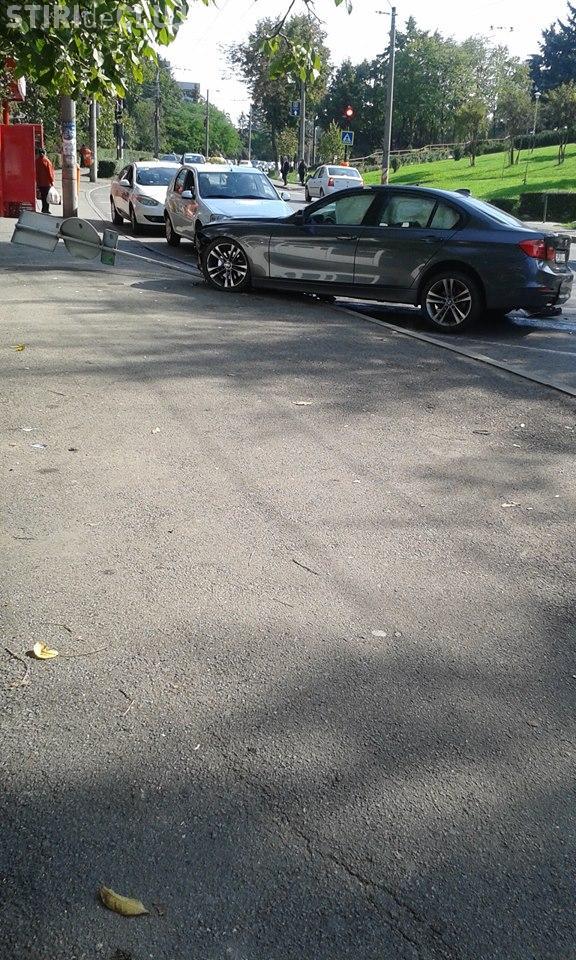 Accident în Gheorgheni, pe strada Unirii. Un BMW a scăpat de sub control  - FOTO
