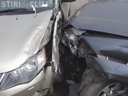 ACCIDENT GRAV în Florești. L-a lovit din lateral și a rănit trei persoane