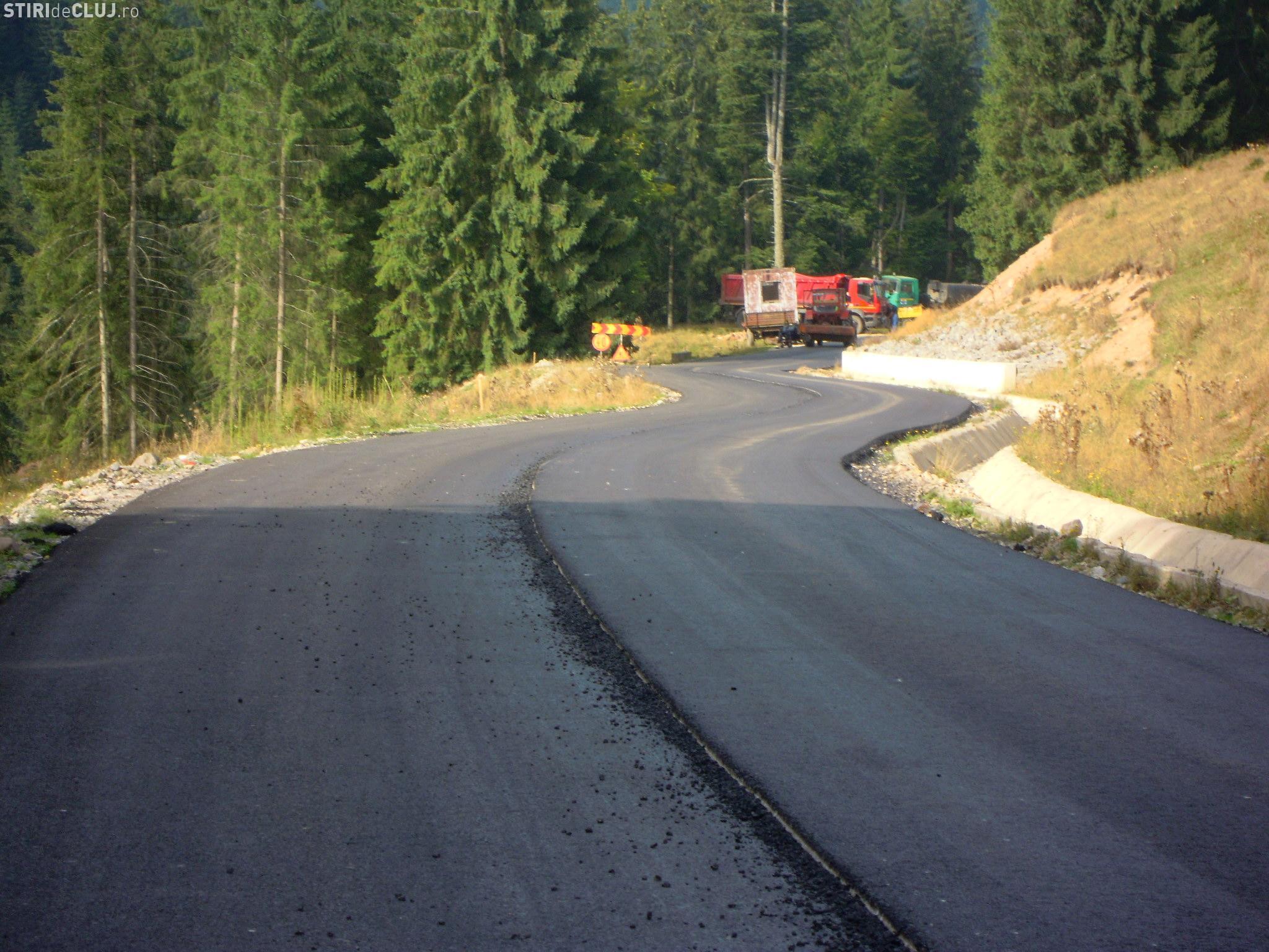 Consilierii județeni au împărțit banii de asfaltări. Ce drumuri vor fi reparate