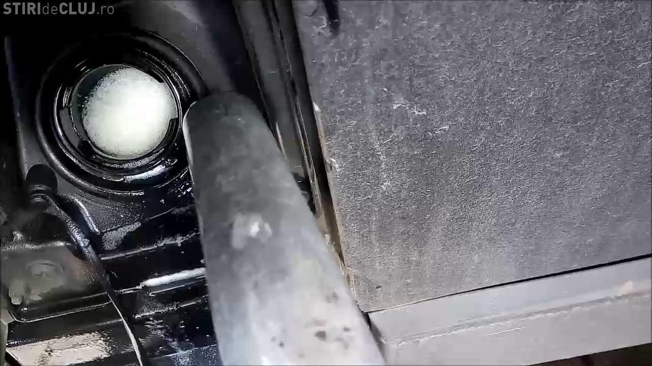 Motorină cu spumă la o pompă din Cluj - VIDEO