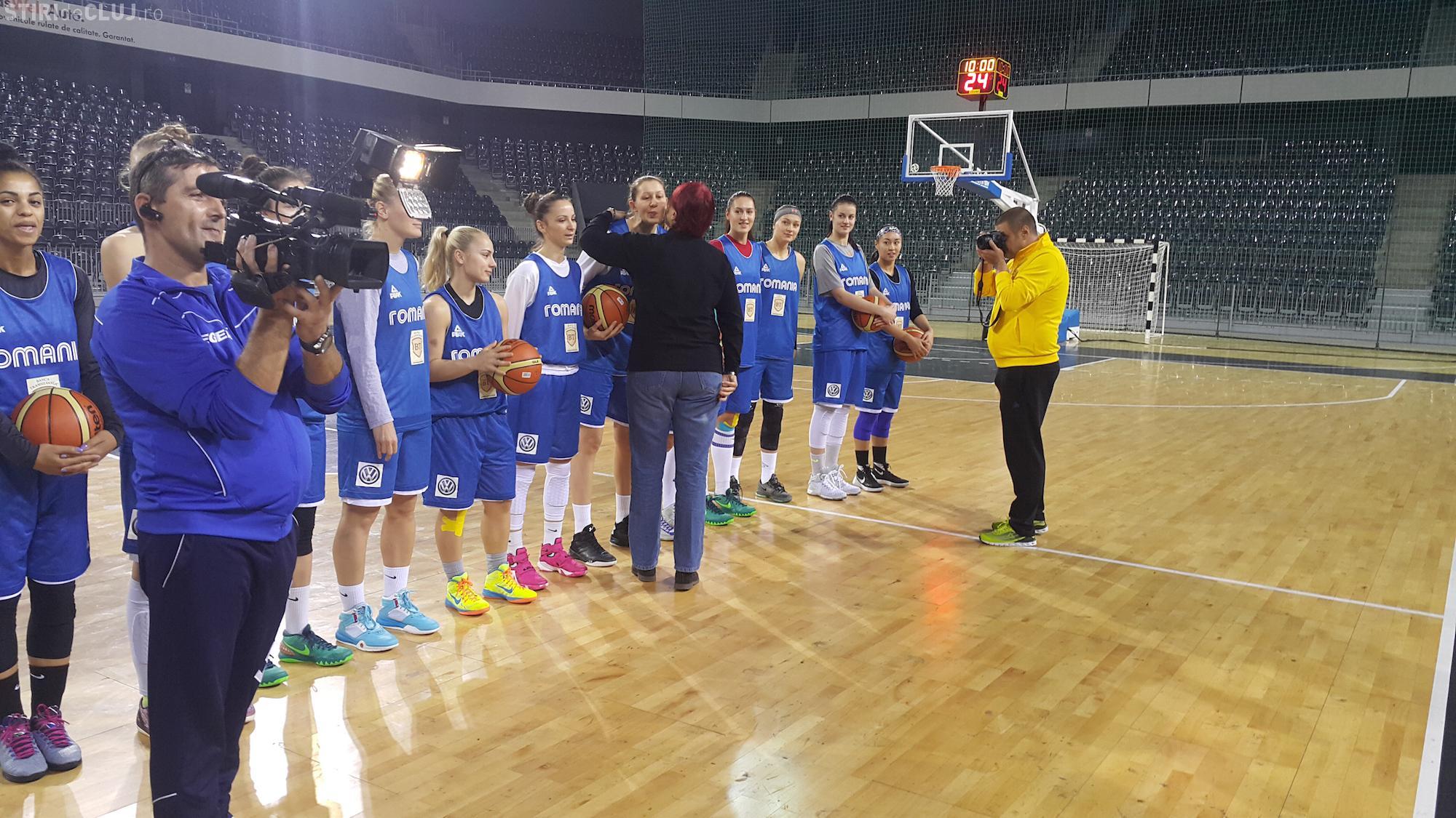 Naționala de baschet feninin, vizitată de fostele glorii ale U Cluj - FOTO