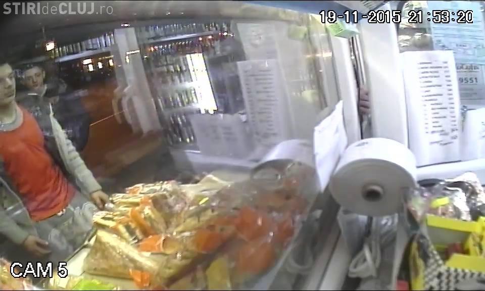 Cum fură trei GĂINARI o ladă cu alimente în stația din Mărăști. Au IGNORAT un DETALIU - VIDEO