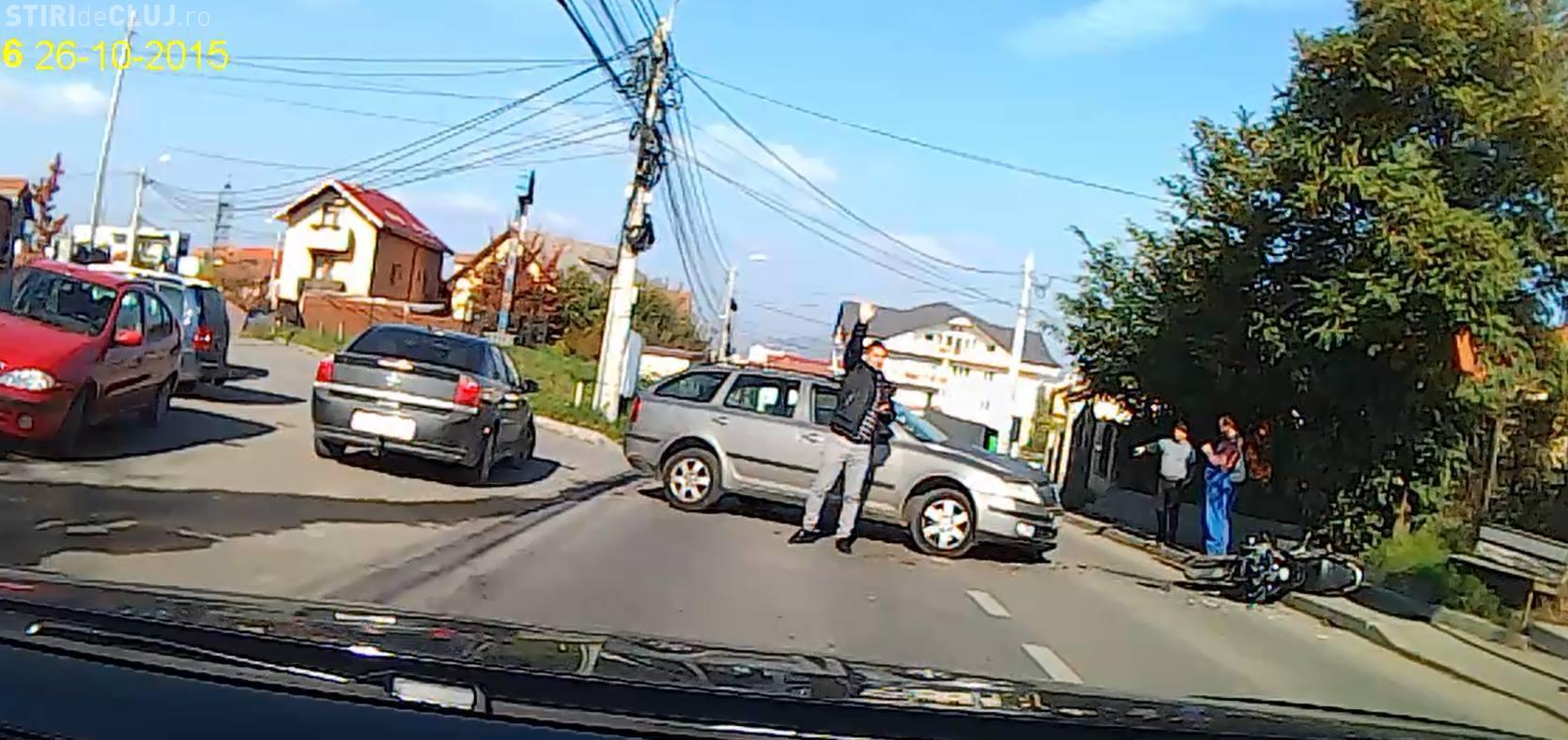 Doi studenți străini de la UMF Cluj aflați pe o motocicletă, accidentați GRAV la Cluj-Napoca -  FOTO