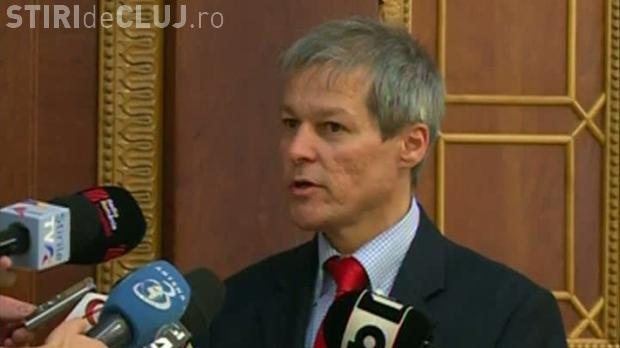 Cioloș și-a schimbat și programul de guvernare. Păstrează majorarea salariilor dar renunță la comasarea alegerilor