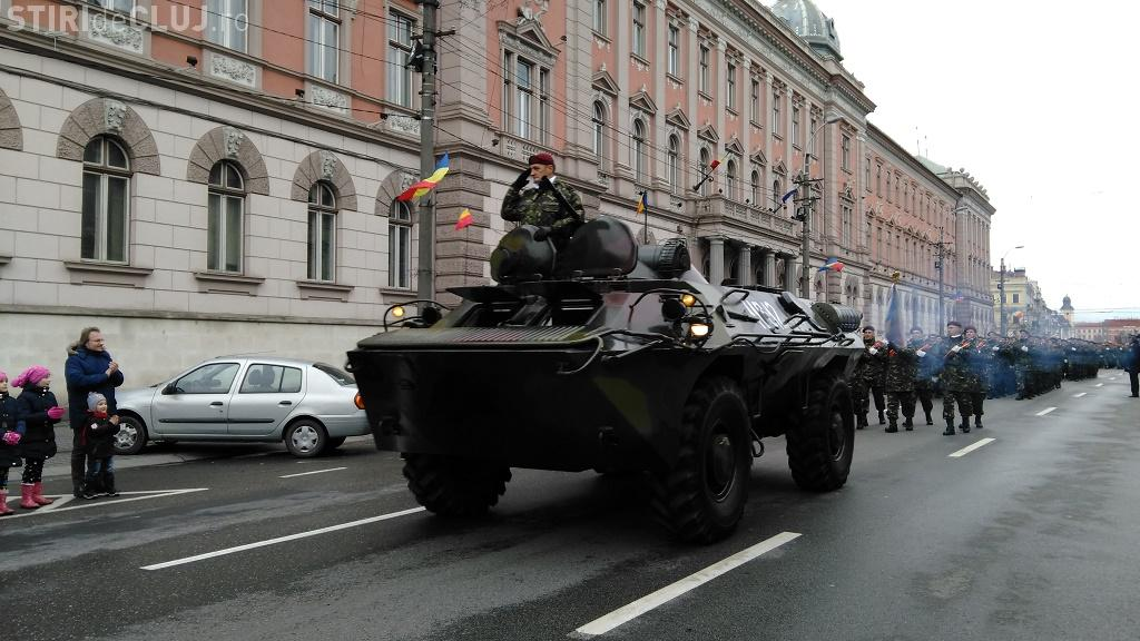Paradă militară de 1 Decembrie! Mii de clujeni s-au strâns pentru a admira defilarea FOTO VIDEO