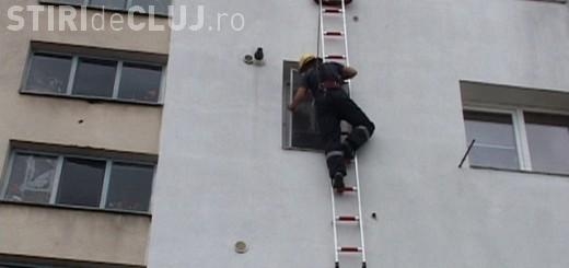 Încă o intervenție a pompierilor clujeni, la o clădire care pune în pericol viața trecătorilor