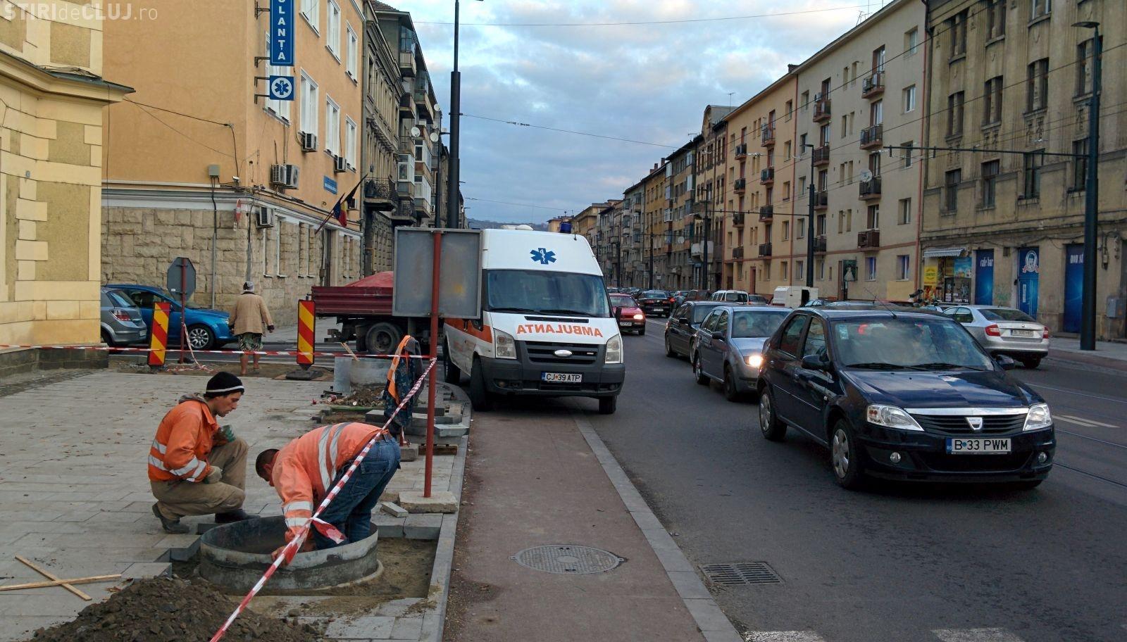 Cum sunt parcate ambulanțele pe strada Horea - FOTO