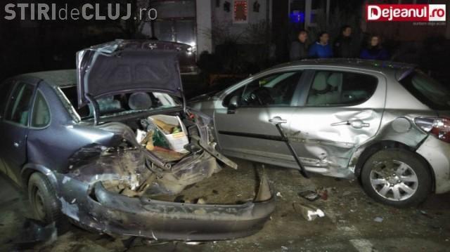 """""""Spaima șoselelor"""" la Cluj! Un tânăr de 19 ani a distrus 9 mașini cu Audi-ul său și aproape a fost linșat de proprietari VIDEO"""