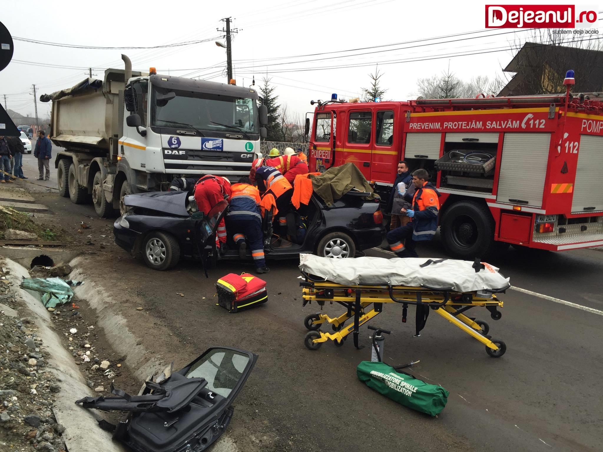 Un tânăr de 21 de ani a murit într-un accident la Dej. Se afla în mașină cu tatăl său VIDEO