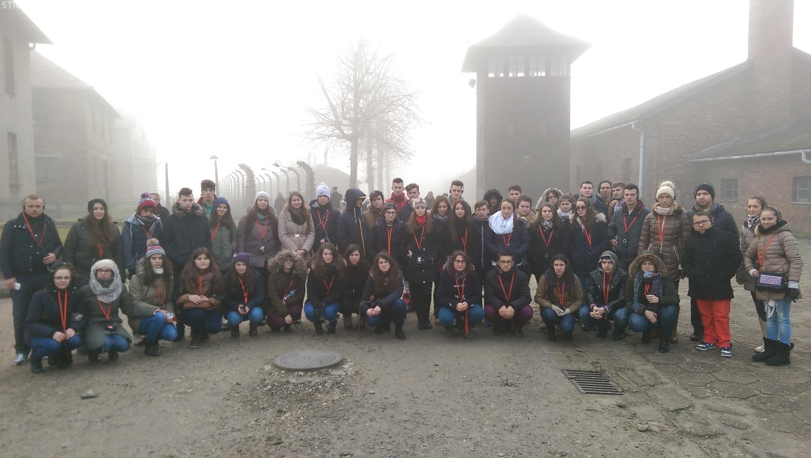 Infernul concentraționar de la Auschwitz-Birkenau văzut prin ochii unor elevi clujeni și a unor tineri dependenți de dializă