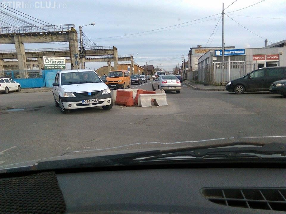 Cel mai penibil sens giratoriu din Cluj-Napoca - FOTO