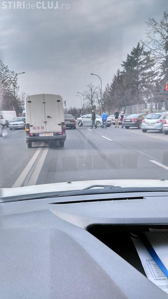 Accident pe Calea Florești! BMW lovit bine în partea din spate - FOTO