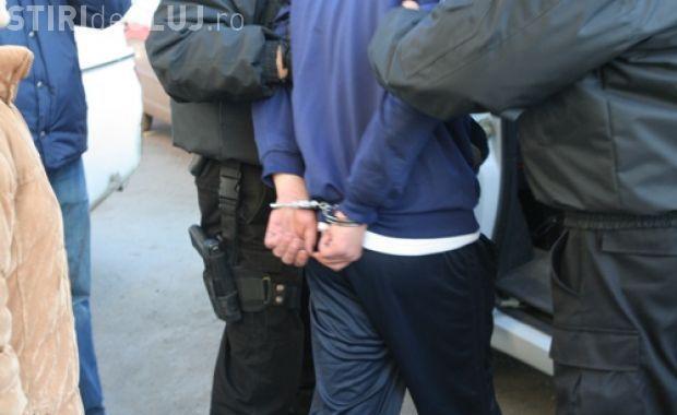 Polițiștii din Cluj au arestat un bărbat PERICULOS, căutat pentru două tâlhării