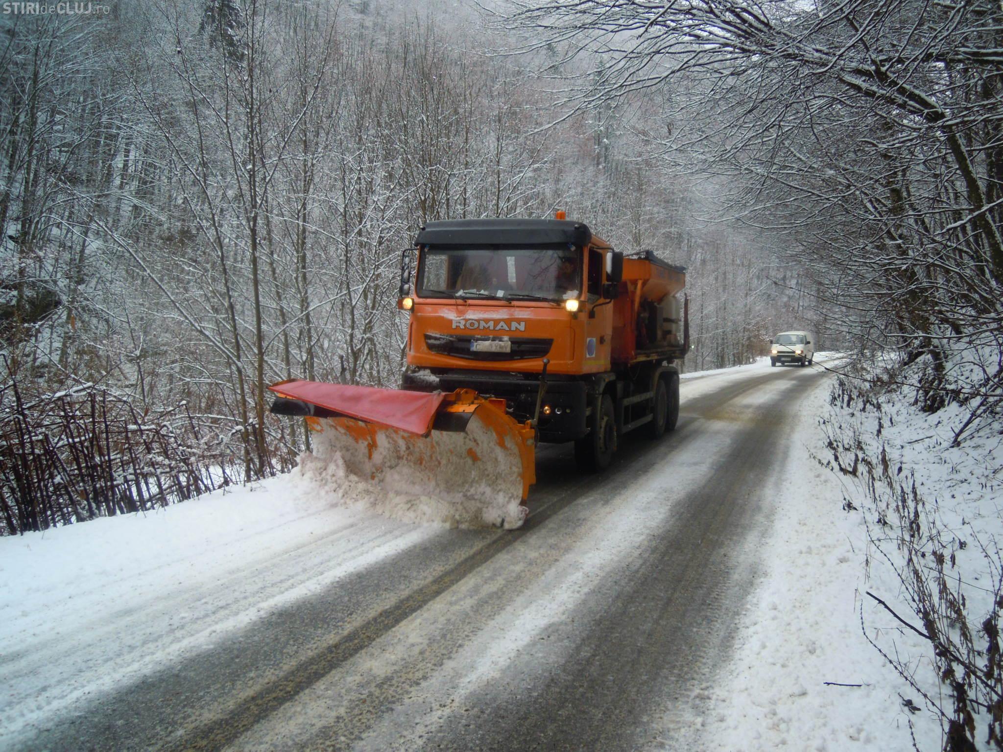900 de tone de antiderapant aruncate pe drumurile județene din Cluj