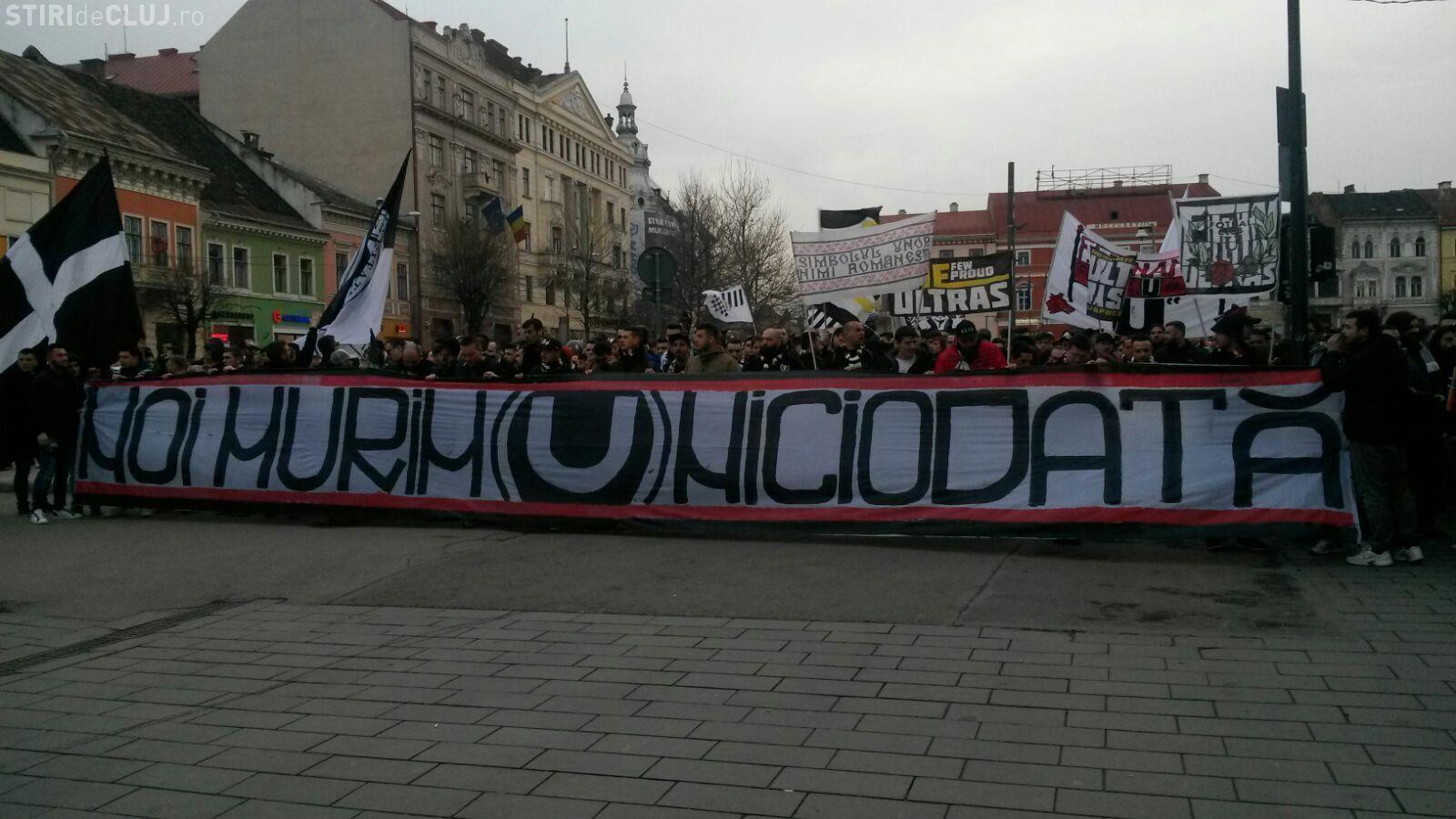 """Peste 5000 de clujeni au ieșit în stradă pentru """"U"""" Cluj: Echipa nu va dispărea atât timp cât suporterii sunt aici FOTO/VIDEO"""