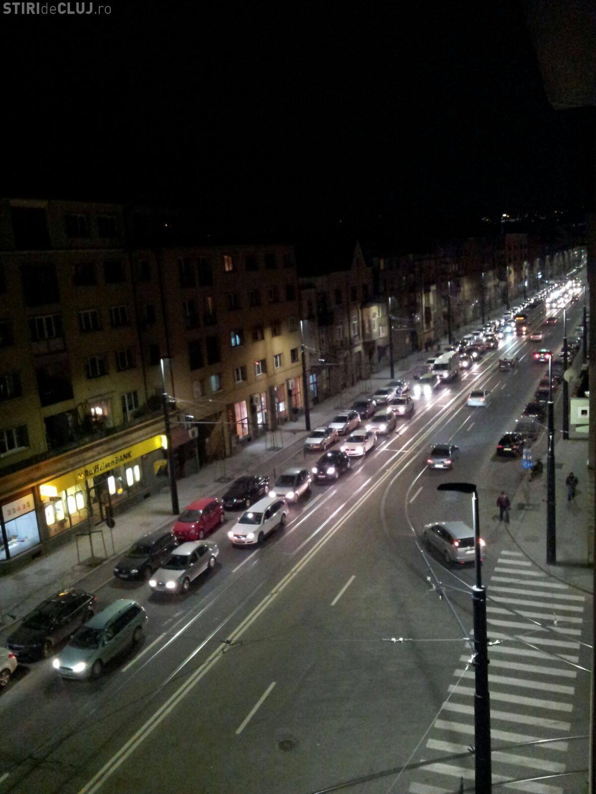 Strada Horea, BLOCATĂ miercuri seara! Avarie majoră la linia de tramvai - VIDEO