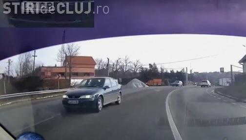 Cum se întâmplă accidentele! I-a apărut în față pe Feleac, dar a avut reacții de pilot - VIDEO