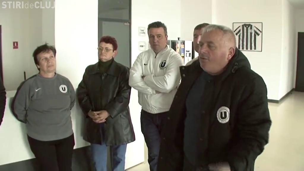 Neplătiți, angajații U Cluj sunt în grevă: Cine vine să muncească o lună fără salariu? - VIDEO