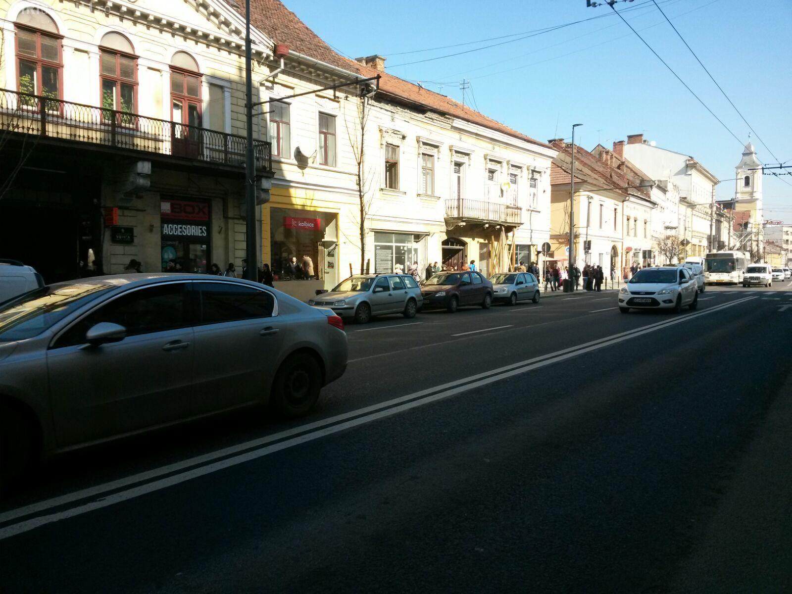 """Strada Memorandumului a devenit """"parcare"""": Unde sunt polițiștii cand ai nevoie de ei? FOTO"""