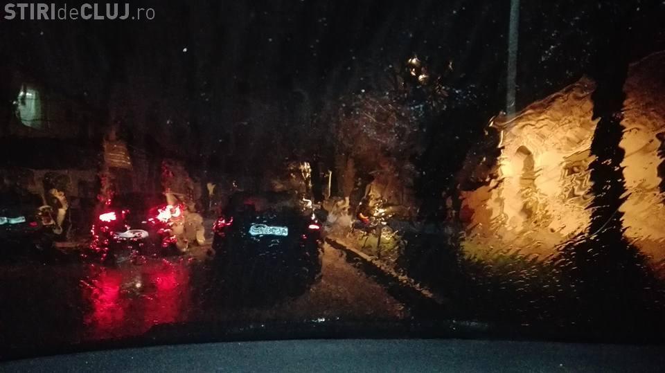 Fenomen CIUDAT în Ardeal. A plouat cu noroi, iar oamenii au crezut că e nisip din Sahara - FOTO