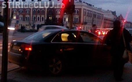 Cum a putut parca acest șofer în centrul Clujului. Fotografia te va ENERVA - FOTO
