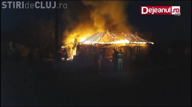 CLUJ: Pompieri aproape luați la bătaie de săteni pentru că au ajuns târziu la un incendiu VIDEO