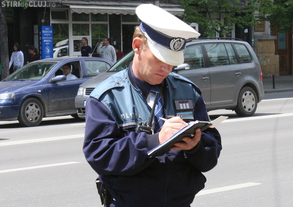 Polițiștii clujeni au amendat una din trei mașini oprite în trafic, într-o singură zi. Au fost vizate transporturile de persoane